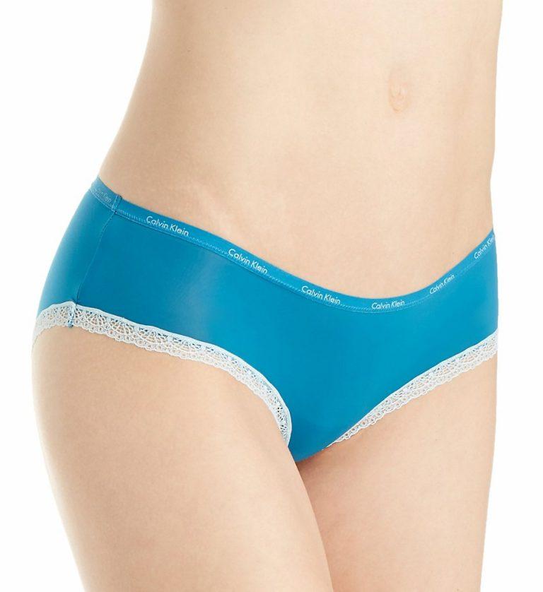 Modré dámské kalhotky Calvin Kleins krajkou ve slušivém provedení